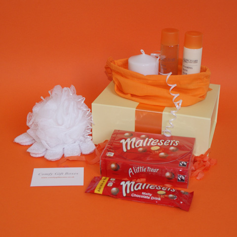 Maltesers chocolate gift ideas for her, pamper gifts UK, bath gift ideas for women, ideas for presents with Maltesers UK delivery