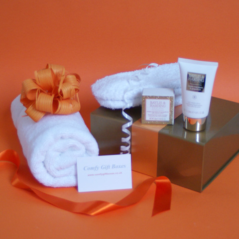 Foot pampering gift ideas for women, soothing feet gift set for her, relaxing feet pampering present idea, gifts for aching feet UK, gift ideas for walkers, rambler gifts UK, sore feet gifts