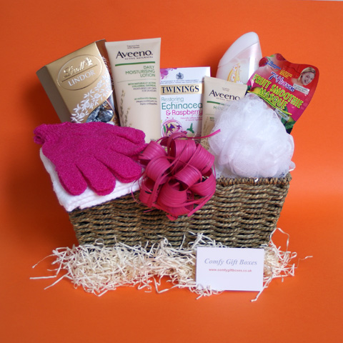 Pamper hampers for her, pampering presents for Mums, gift baskets for women, beauty hamper gift baskets UK
