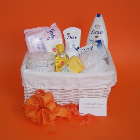 New baby new Mum beauty pamper presents, new mum pamper hampers, new baby gift baskets, new mum gifts, new baby gift hampers