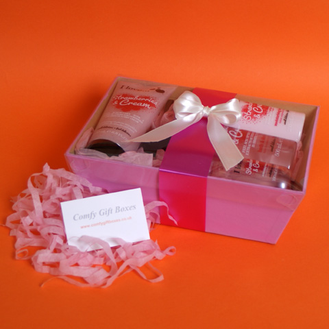 Bath hamper gift ideas for teenage girls UK, pink gifts for her, gift hampers UK