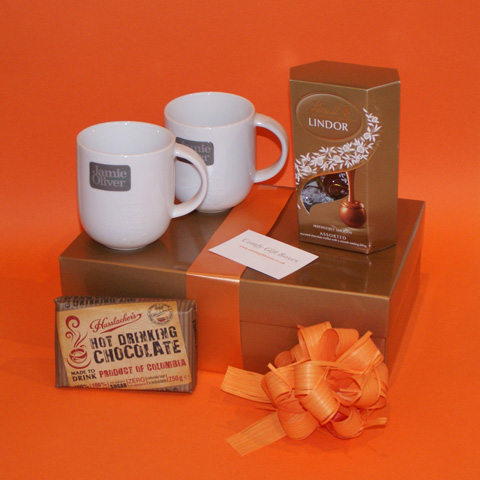 Cosy hot chocolate mugs gifts, chocolate gift hamper, Lindt Lindor chocolate presents, gift hampers UK delivery