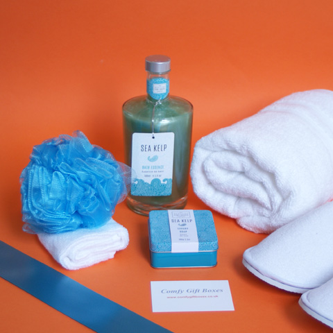 Spa at home pamper gifts delivered, relaxing bubble bath gifts for her, bath pamper gift ideas UK, home spa gift hampers for women