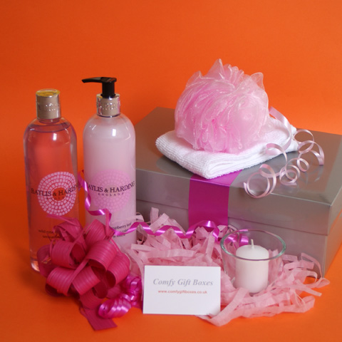 Pamper hampers UK delivery, pampering gift boxes for women, indulgent birthday gifts for girls, bath pampering gift hampers, relaxing gifts for women